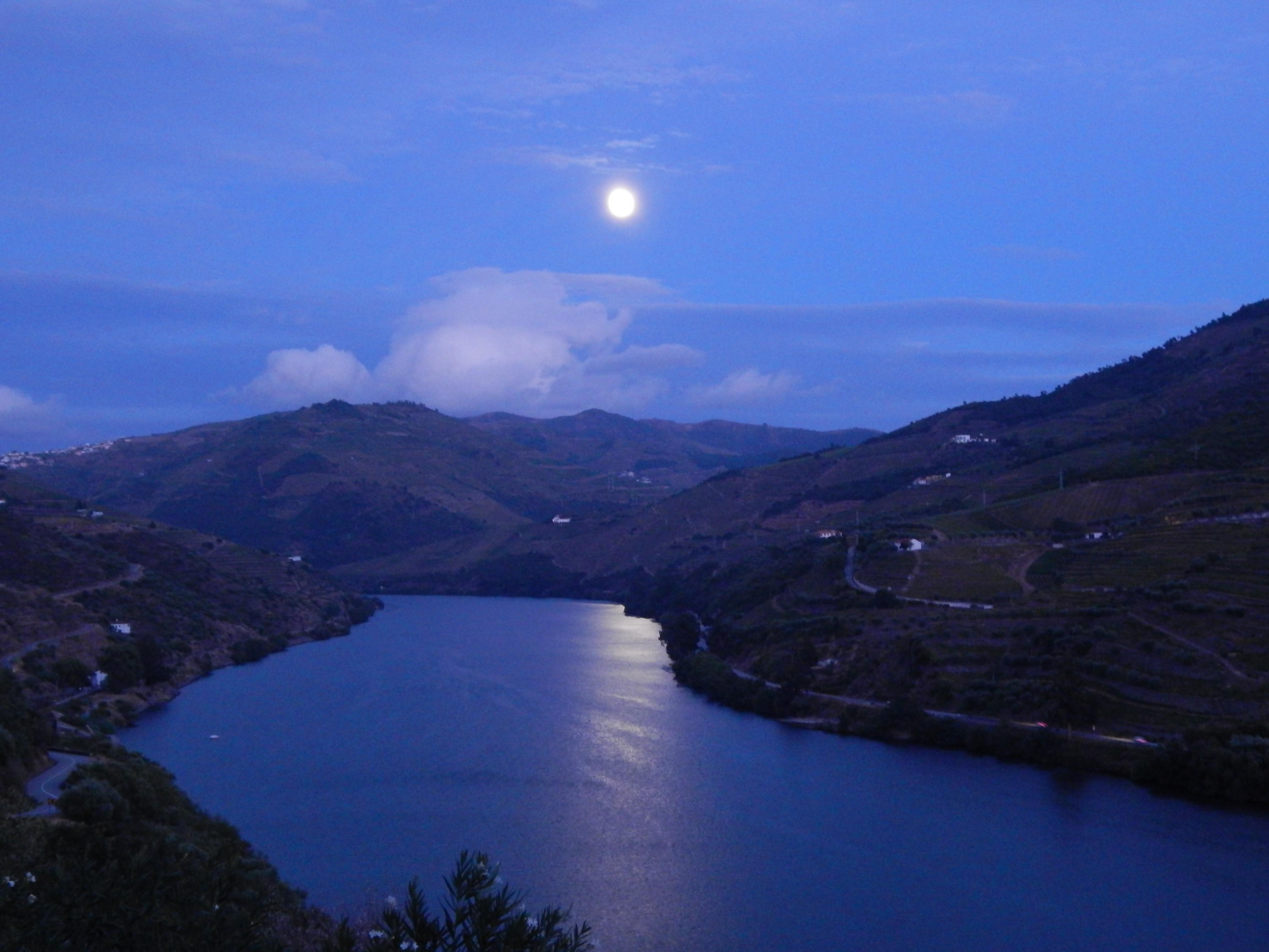 Full Moon over Douro