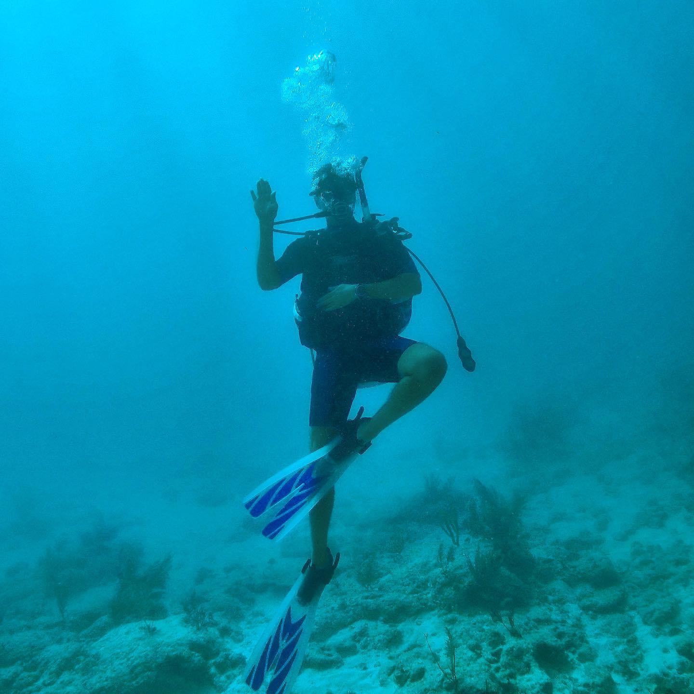Man diver waiving